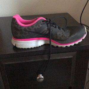 Nike pink and black leopard tennis shoe
